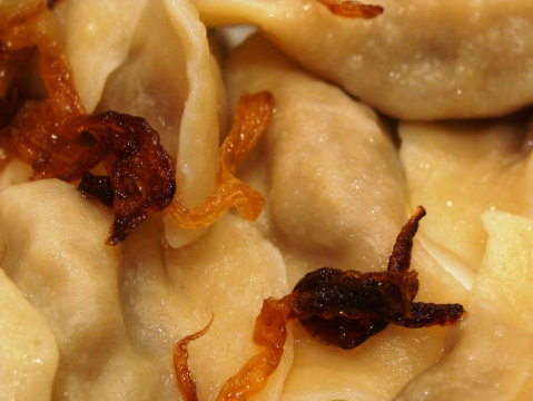 Cabbage dumpling with crispy onion