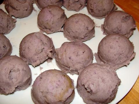 Mashed potato balls, cafeteria style (pre-smooshing)